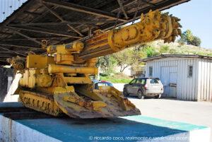 All'esterno della miniera un'antica macchina per estrarre il salgemma anche se quelle attualmente in uso sono molto, molto più grandi.