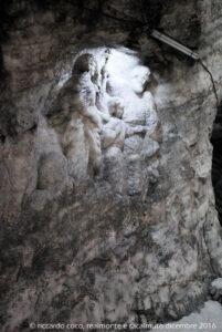 La Sacra Famiglia è una delle immagini sacre scolpite nel sale dai minatori
