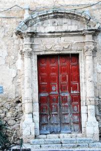 L'ingresso principale della chiesa di San Giuseppe sorta come oratorio nel '600 e ricostruita come chiesa nel 1736