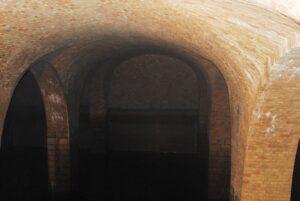 La poca luce non rende giustizia al fascino del serbatoio di San Ciro