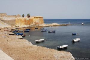 Barche ancorate sotto il bastione Conca all'estremità della passeggiata sulle Mura di Tramontana.