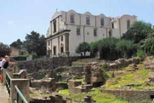 Chiesa dell'Immacolata ubicata nella Rocca del Castello di Lipari. Suggestive le aree archeologiche all'aperto