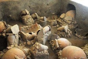 """Ricostruzione del contesto degli scavi esposti nel museo archeologico regionale eoliano """"Luigi Bernabò Brea"""" di Lipari"""