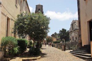 Il viale principale della cittadella fortificata del Castello di Lipari