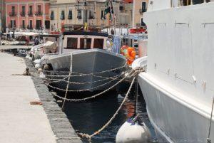 Pescherecci ormeggiati a Marina Cora di Lipari