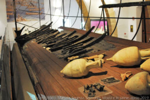 L'allestimento della nave punica conservata al museo archeologico Baglio Anselmi di Marsala.