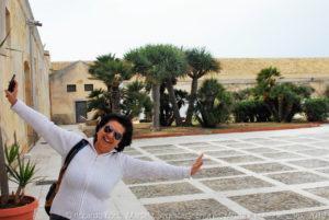 Incontro con turista eccentrica … nel cortile interno