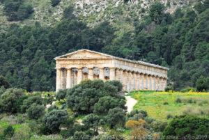 Il tempio di Segesta è un tempio greco dell'antica città di Segesta.