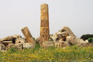 """Ruderi deI """"tempio F"""", il più antico ma anche il più piccolo dei tre."""