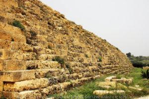 La cinta muraria dell'acropoli.
