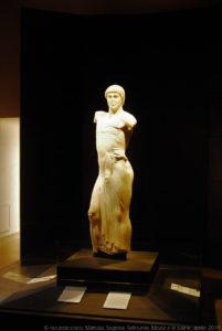 Il Giovane o Giovinetto di Mozia è una statua in marmo, 450 a.C.-440 a.C., conservata al Museo Whithaker a Mozia. La statua raffigura una figura maschile (un efebo) panneggiata, forse un auriga di scuola greca, fu probabilmente portata nell'isola di Mozia dai Cartaginesi dopo che ebbero saccheggiato Selinunte nel 409 a.C.