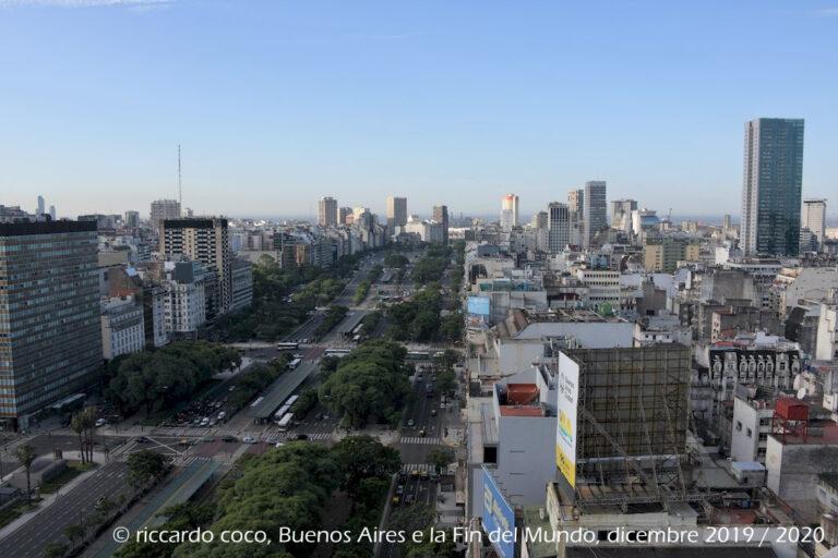 Ancora l'Avenida 9 de Julio dalla terrazza dell'Hotel Panamericano di Buenos Aires.