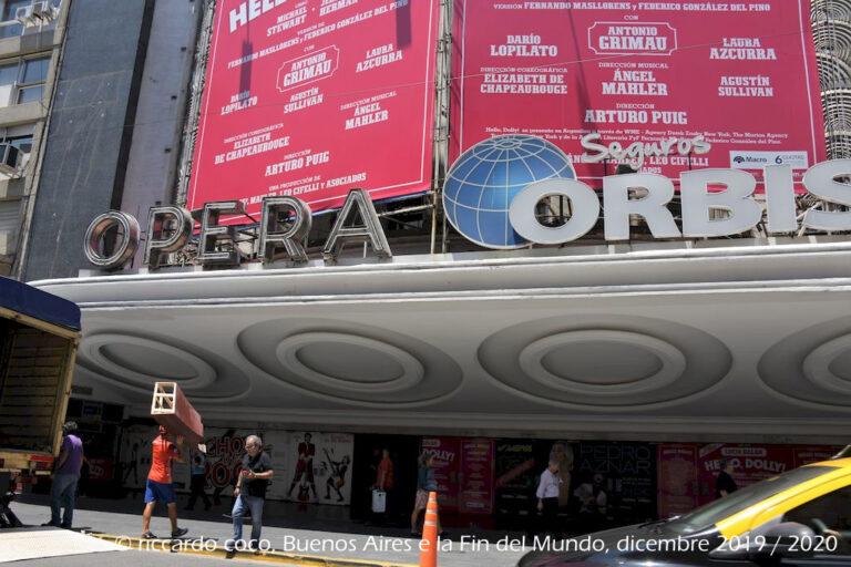 Il Teatro Ópera (ufficialmente Ópera Orbis Seguros per ragioni pubblicitarie) si trova in Avenida Corrientes nella città di Buenos Aires a poca distanza dall'obelisco.