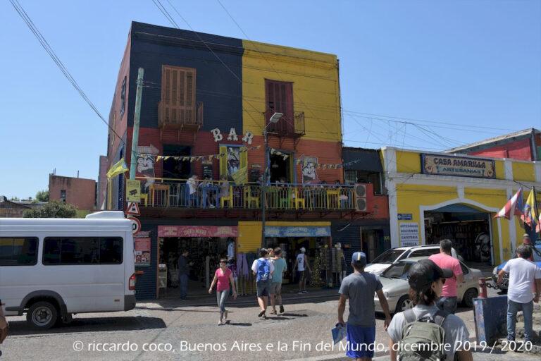 Al tempo coloniale La Boca era una zona di grandi baracche per gli schiavi di colore ma, alla fine dell'Ottocento, fu popolata soprattutto da immigrati genovesi che le hanno dato l'aspetto attuale.