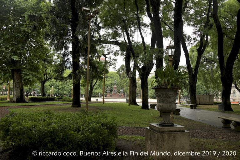 Plaza San Martín è una delle piazze principali di Buenos Aires. È situata nel barrio di Retiro. Sul finire del XIX secolo plaza San Martín fu scelta dalle grandi famiglie dell'aristocrazia cittadina come sede delle loro nuove dimore.