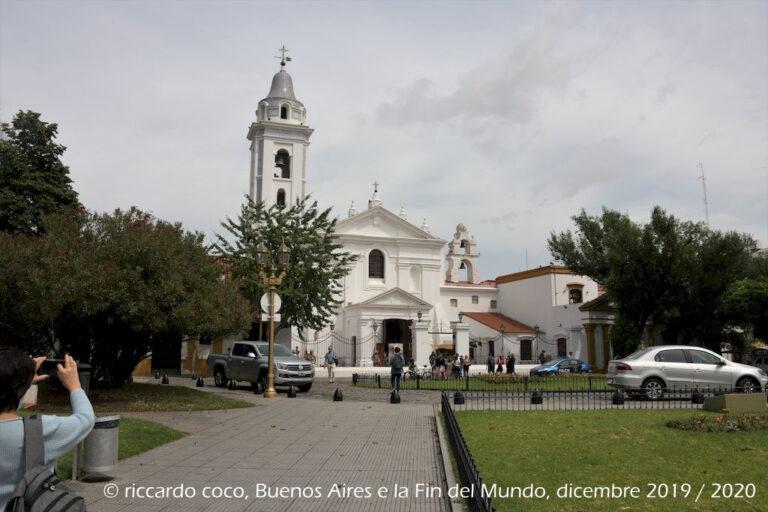 La chiesa di Nuestra Señora del Pilar è una basilica situata nel quartiere Recoleta di Buenos Aires, in origine faceva parte del convento dell'ordine dei francescani.