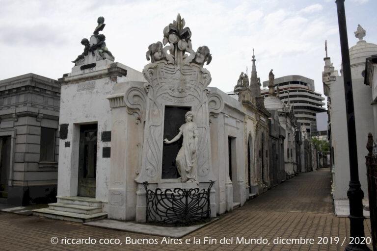 """Altra tomba importante è quella di Rufina Cambacérès un'altra donna dell'alta borghesia """"spagnola"""" morta giovanissima."""