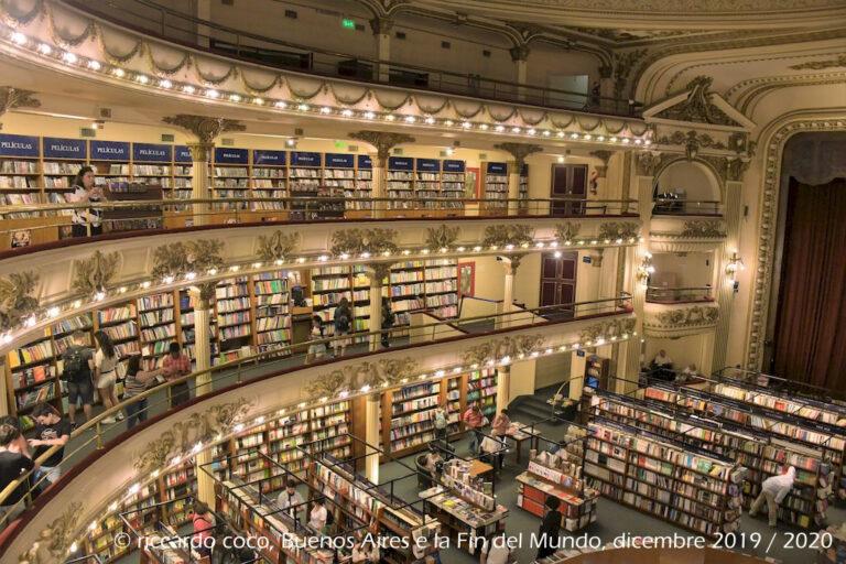El Ateneo è un antico teatro trasformato in una libreria nel barrio Norte del centro di Buenos Aires. La libreria ha mantenuto intatto il suo antico splendore, con arredi originali e intagli decorati. Anche il palcoscenico è utilizzato come caffetteria e area di lettura come i palchi.