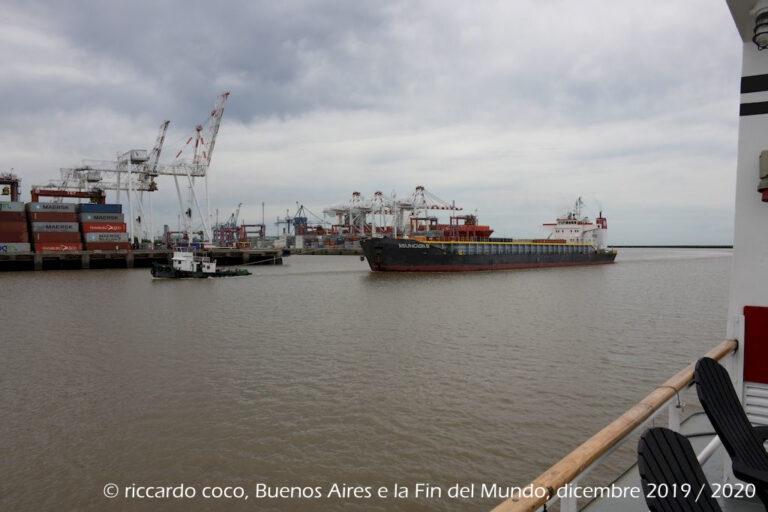 Una volta condivisa l'inadeguatezza di Puerto Madero è stato deciso di costruire un nuovo porto, nel quartiere di Retiro, a nord di Puerto Madero più facile da raggiungere anche da terra.