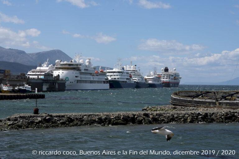 Ushuaia è anche il porto di partenza o di sosta delle numerose crociere che si spingono nella parte più meridionale dell'America Latina fino all'Antartide.