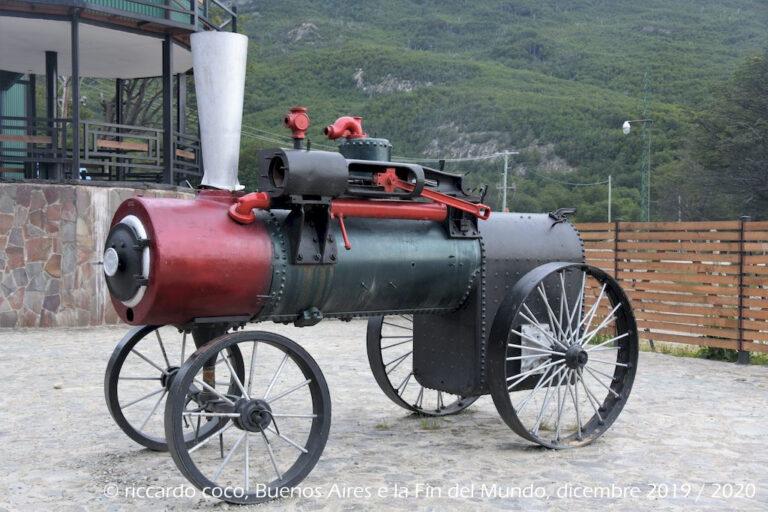 Alla fine del XIX secolo, Ushuaia si sviluppò come una colonia penale e fu costruita una ferrovia su rotaie di legno per agevolare il trasporto di materiali con i carri trainati da buoi, successivamente i binari furono costruiti in ferro ed i carri trainati da locomotive a vapore.