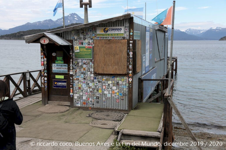 """Una tappa obbligata del Parco Nazionale Terra del Fuoco è l'ufficio postale """"del Fin del Mundo"""", ultima traccia argentina prima dell'immensità dell'Antartide."""