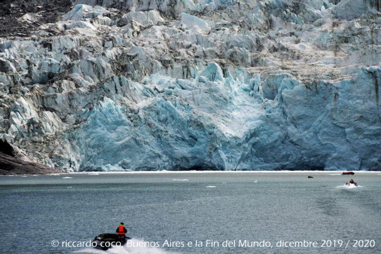 Avvicinamento al ghiacciaio Pia (Cile) lungo il braccio nordest del Canale di Beagle lungo l'omonimo fiordo