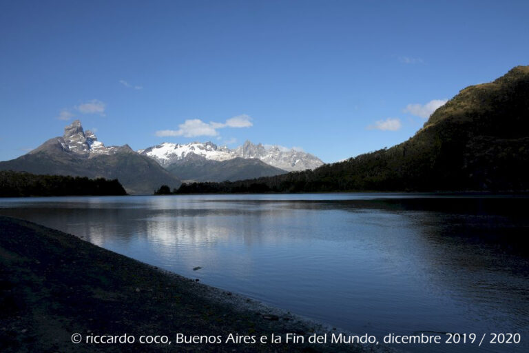 Un ultima immagine della laguna formatasi con lo scioglimento del ghiacciaio Águila nel fiordo De Agostini