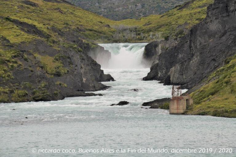 """Il """"Salto Grande"""" una cascata sul fiume Paine"""