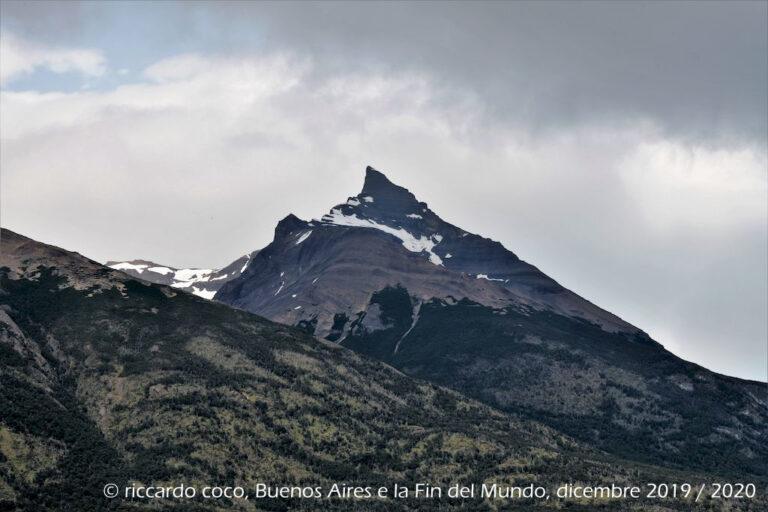 Il Cerro Perito Moreno sovrasta il ghiacciaio. Sede di un'importante stazione sciistica