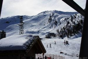 """Non ci si stanca mai di questi scenari fantastici. I segni sulla neve sono quelli degli sciatori che percorrono tratti """"fuori pista"""", di percorsi non trattatati dai """"gatti delle nevi"""", molti più impegnativi e faticosi"""