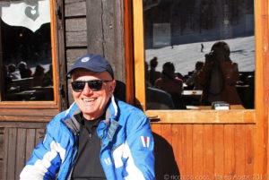 Siesta di uno sciatore soddisfatto, chi sa se con la sciatrice di prima si conoscono, potrebbero fare una bella accoppiata !!!