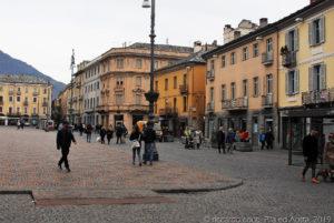 Uno scorcio di piazza Émile Chanoux, la piazza principale di Aosta, sede del municipio