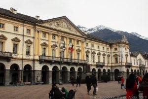 Il prospetto del palazzo del municipio di Aosta a piazza Émile Chanoux
