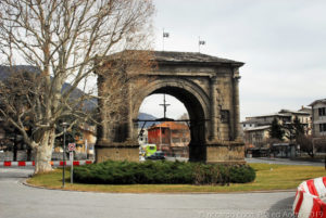 L'arco di Augusto nella città di Aosta