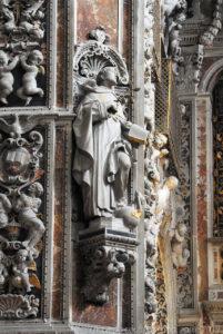 Uno dei quattro santi nei pilastroni della cupola opera di Giambattista Ragusa.