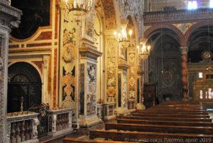 Le cappelle che si aprono sul lato destro della navata.