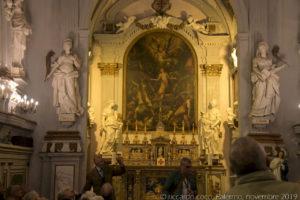 All'esterno e dentro il presbitero, quattro statue di sante siciliane, (da sinistra) Santa Nympha, Santa Rosalia, Sant'Agata e Sant'Oliva mentre sull'altare il Martirio di Santa Caterina di G. Salerno.
