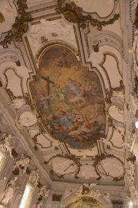 L'affresco della volta raffigura l'Apoteosi di Santa Caterina, ultima opera di Antonio Grano, completata da Paolo Grano, nei pennacchi altri angeli recano oggetti simbolo della Martire.