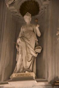 """La statua della """"Geometria""""."""