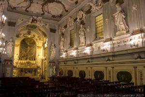 """Le statue sulla parete destra simboleggiano: la """"Retorica"""", l'""""Etica"""", la """"Geografia"""" e l'""""Astrologia""""."""